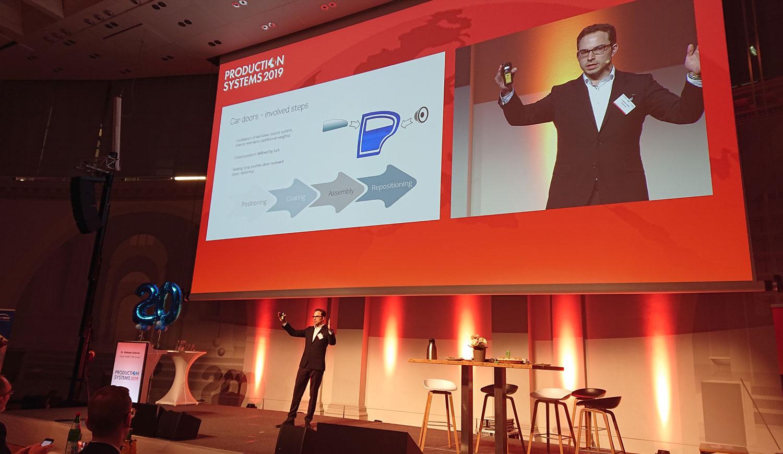 Dr. Maksim Greiner bei seinem Vortrag auf der Production Systems.